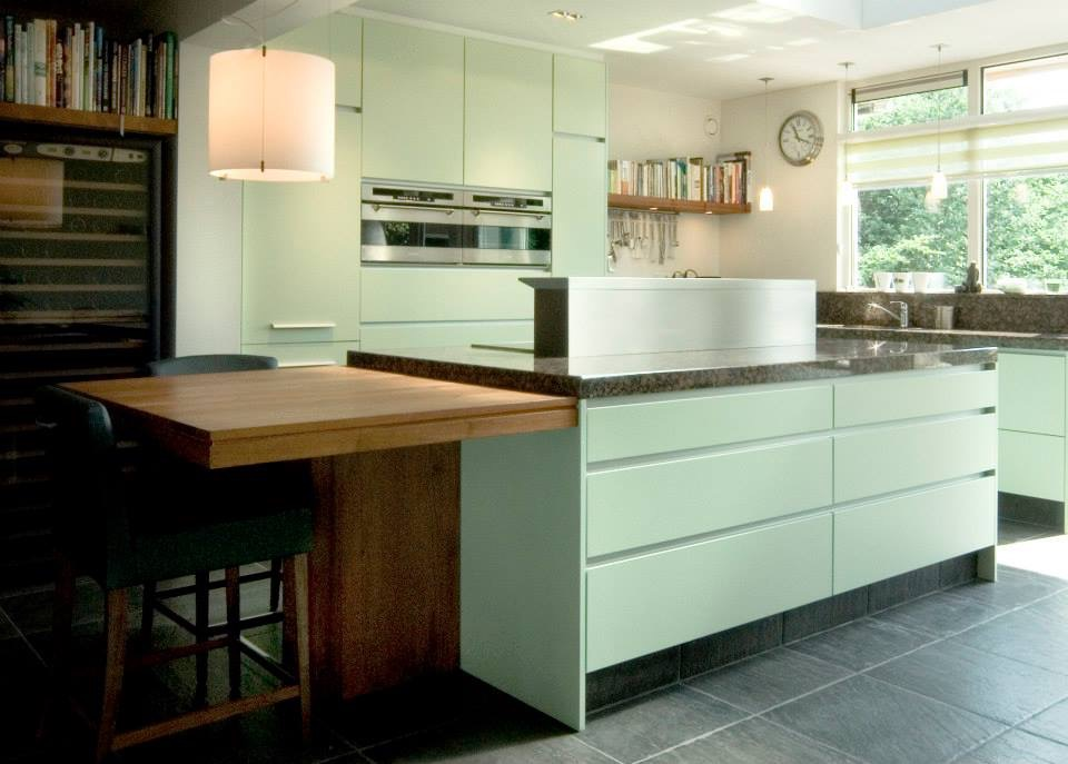 Keuken meubelspuiterij halfweg